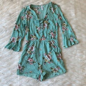 Xhileration Floral Bell Sleeve Romper